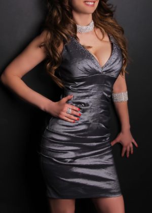 Toronto escort Annika New Photos Non-smoking Mature Brunette European Duo Couple-friendly