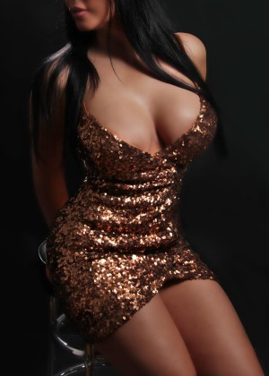 Toronto escort Milana Non-smoking Mature Brunette European Duo