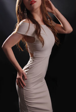 Toronto escort Yuna Petite Duo Couple-friendly Exotic Asian Non-smoking Mature Brunette New Photos