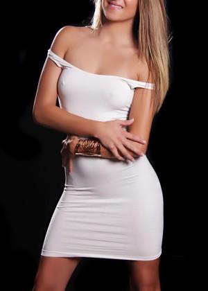 Toronto escort Lindsey Petite European Blonde Young Non-smoking