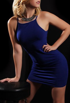 Toronto escort Justine Duo Couple-friendly Disability-friendly Petite European Young Blonde Non-smoking