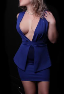 Toronto escort Claire Returning New Photos New Non-smoking Young Blonde European Petite Duo Couple-friendly