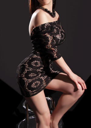 Toronto escort Magi Non-smoking Mature Brunette European Petite