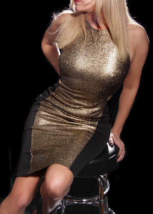 Toronto escort Colleen New Photos Returning New Mature Blonde European Duo Couple-friendly Disability-friendly