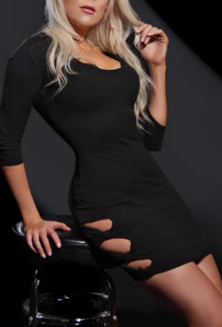 Toronto escort Brooke Non-smoking Mature Blonde European Petite Duo Couple-friendly Disability-friendly