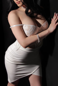 Toronto escort Noelle New Photos New Non-smoking Young Brunette European Petite Disability-friendly