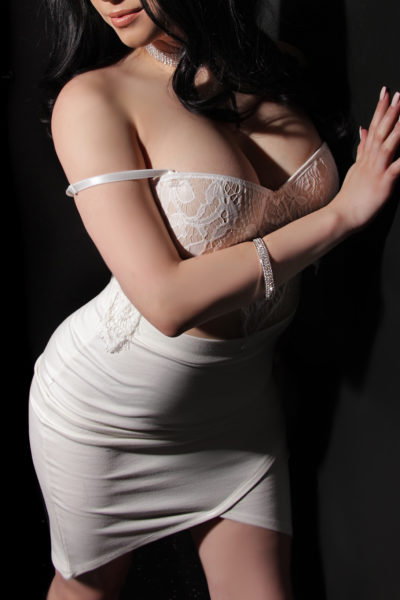 Toronto escort Noelle Non-smoking Young Brunette European Petite Disability-friendly