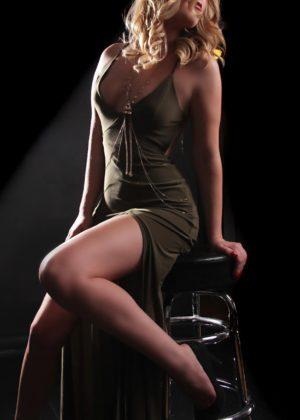 Toronto escort Hanna New Non-smoking Young Blonde European